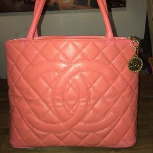 ❤️Authentic CHANEL❤️ CC Medalion Leather Tote ❤️